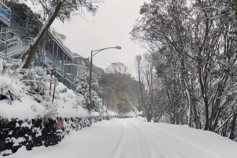 More than 30cm of snow fell overnight at Falls Creek and it has continued to snow throughout the day.