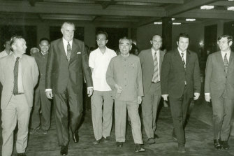 Opposition leader Gough Whitlam (third from left) leads a delegation meeting with Chinese premier Zhou Enlai (centre) at Beijing's Great Hall of the People in 1971.