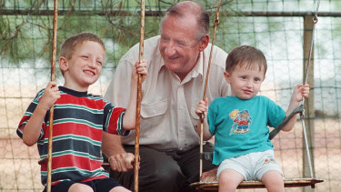 Tim Fischer with sons Harrison and Dominic in 1999.