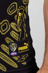 A detail on the Richmond jumper has a representation of the painting of Edwards' great-great-grandmother and great-grandmother.