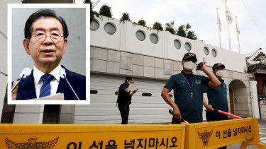 Police officers said they are looking for Park Won-soon at a small hill in Seoul's Sungbuk neighborhood where his mobile phone signal was last detected. Photo: AP