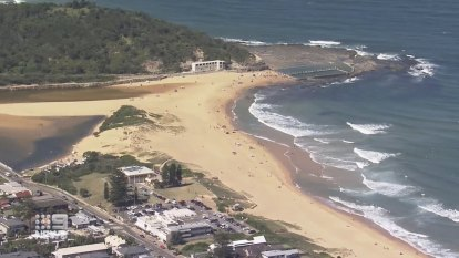 Man dies after being pulled from water at North Narrabeen