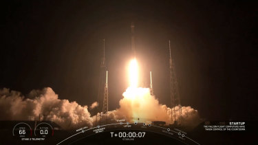 A Falcon 9 rocket lifts off, carrying 60 Starlink satellites into orbit.