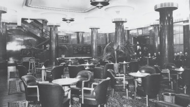 The City Tattersalls Club Lower Bar as it formerly appeared.