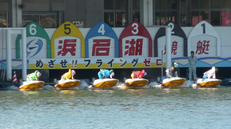 Leaving the docks at Lake Hamana Stadium, Shizuoka Prefecture.