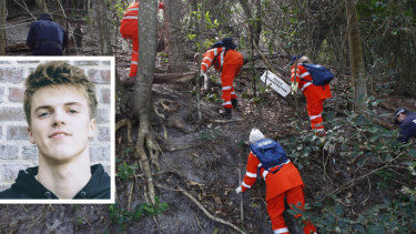 SES workers search for Theo Hayez earlier in June at the Pass in Byron Bay.