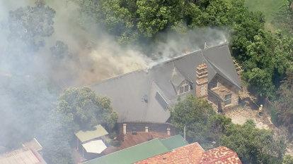 Several fires burning in Sydney's west as heatwave breaks records