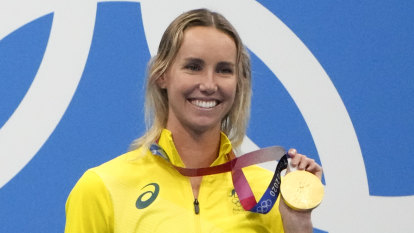 'I'm so proud of you': McKeon pips Campbell in 100m freestyle final