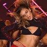Late and with 'sexy' dancers: the most controversial show of Fashion Week