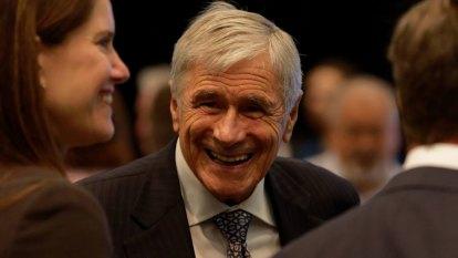 Seven billionaire Kerry Stokes pledges $10 million to bushfire relief