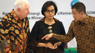 From left to right, Richard Adkerson, CEO of Freeport-McMoRan; Indonesian Finance Minister Sri Mulyani Indrawati; and Energy and Minerals Minister Ignasius Jonan speak prior to the start of a press conference in Jakarta, Indonesia in 2017.