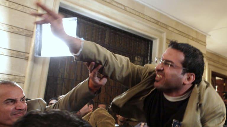 Muntazer al-Zaidi throws his shoe.