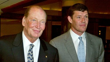 Kerry Packer and son James in 2004.