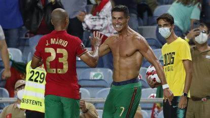 Ronaldo breaks international goal-scoring record to see off Ireland