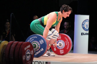 Camilla Fogagnolo competes at the 2015 IWF World Championships in Houston, Texas.