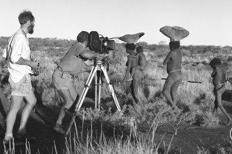 Ian Dunlop (left) directs filming of the Martu people of the Australian Western Desert.