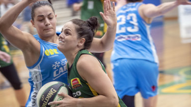 Sights set: Rangers guard Amelia Todhunter forces her way to the basket against the Capitals