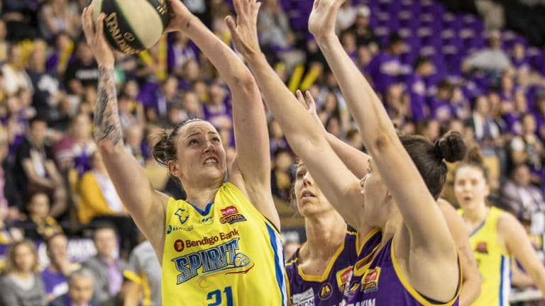Crowded out:  Bendigo's Marena Whittle looks for a way break through the Boomers defence.