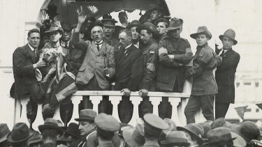 Billy Hughes speaks for the cause of conscription in Sydney's Martin Place in 1916.