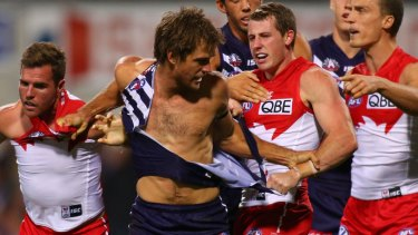 de Boer in the thick of it for the Fremantle Dockers, before he was delisted by former coach Ross Lyon.