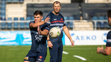Former Wallabies coach Michael Cheika keeps a close eye on Roosters training in Barcelona.