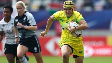 Break: Shannon Parry against Fiji in the women's sevens series in Paris