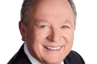 Longtime Nine newsreader Peter Hitchener experienced a migraine during Monday's night's bulletin.