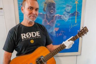 Siapa pemenang lelang gitar Kurt Cobain? Dia adalah Peter Freedman, RODE Microphone