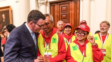 Premier Daniel Andrews with Chinese-Victorian community members in 2017.