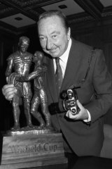 Photographer John O'Gready, with the Rugby League Winfield Cup trophy in 2007, which was based on O'Gready's award-winning photo of St George's Norm Provan and Western Suburb's Arthur Summons at the end of the 1963 Rugby League Grand Final.