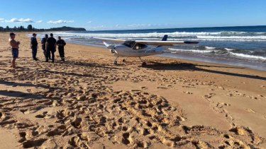 A light aircraft has made an emergency landing on  Collaroy Beach in Sydney's north today.