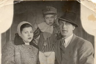 Mindla and Kubush Horowitz with their son, Gad, later known as Denis, in Moscow in 1941.