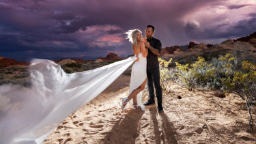 Caroline Buchanan married Barry Nobles at the Valley of Fire in Nevada.