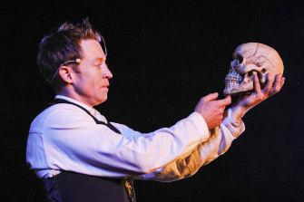 Andre de Vanny as Hamlet.