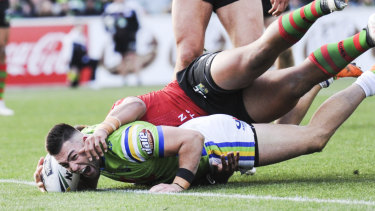 Nick Cotric of the Raiders scores the final try.