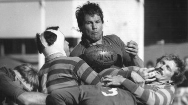 Peter Fitzsimons playing for Manly in the 1980s.