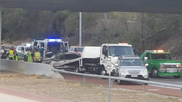 Mitchell Freeway north backed up for seven kilometres after