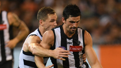 Who are the current AFL premiership favourites?