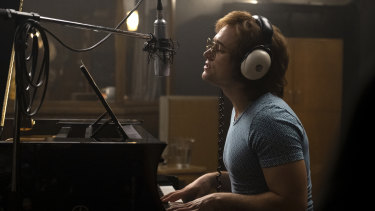 Taron Egerton really sings, but mimes the piano, in Rocketman.