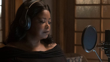 Octavia Spencer as Poppy Parnell in Truth Be Told.