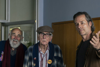 Jack Irish (Guy Pearce) with the remaining members of the Fitzroy Social Club Wilbur (John Flaus) and Eric (Terry Norris).