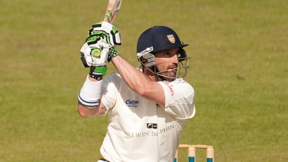 Di Venuto guides Surrey to English county title