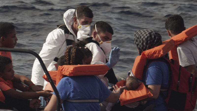 Hundreds of migrants rescued off Malta and Greece