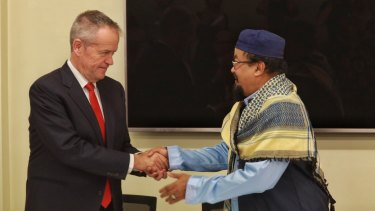 Bill Shorten being greeted by Mohamed Mohideen president of the Islamic council of Victoria on Saturday
