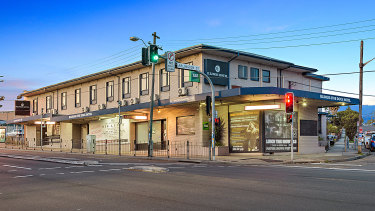 Former Wallaby Bill Young has bought the Illinois Five Dock pub, Sydney.