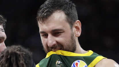 Bogut and Longley go to the foul line in post-match sprays