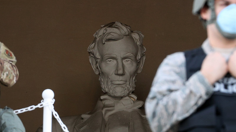 Army to keep active-duty troops in Washington DC, adding to confusion