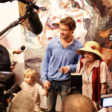 Ben Quilty poses with Margaret Olley after his portrait of her was announced the winner of the 2011 Archibald Prize.
