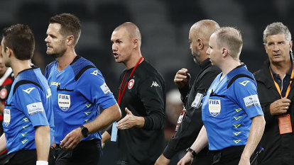 'I'm embarrassed': Wanderers slam contentious VAR decision in draw with Mariners