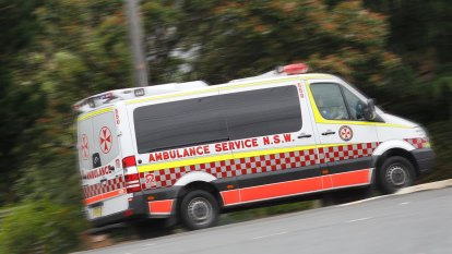Two dead, three seriously injured after car hits tree in central-western NSW
